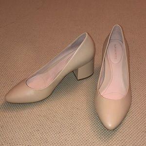 NWOB Taryn Rose Rochelle Sand Leather Black Heels
